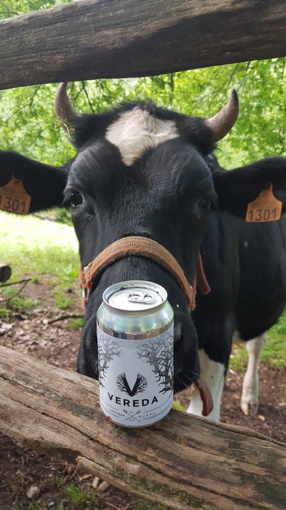 la fauna corraliega es fan de la cerveza vereda - los corrales de buelna (cantabria)
